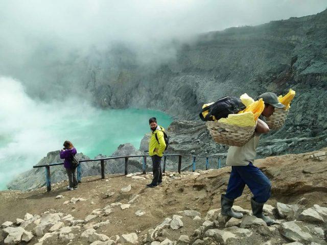 blue fire ijen - Panduan Traveling YoExplore