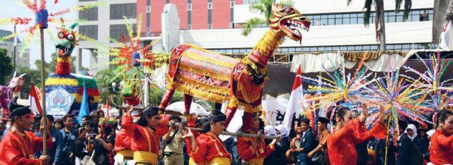 tradisi unik di Indonesia - YOEXPLORE.co.id