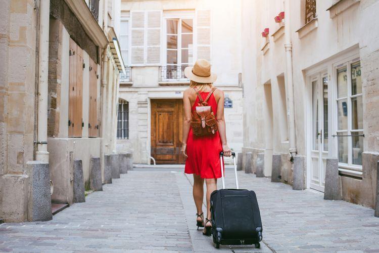 Alat Make up simple saat traveling - YOEXPLORE.co.id - travel.kompas
