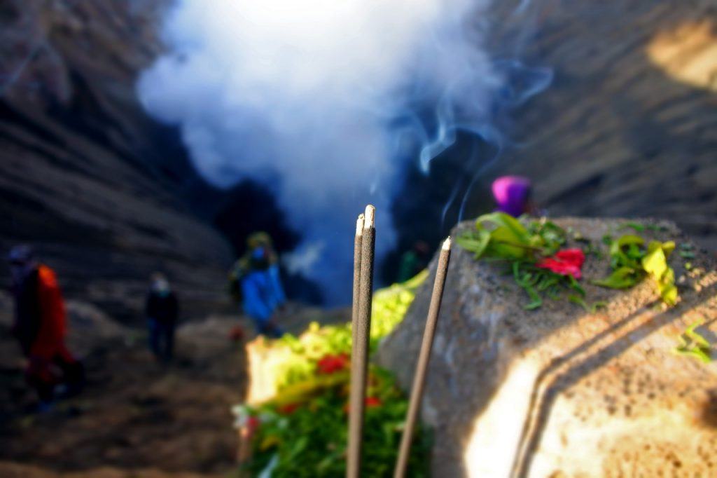 Gunung Bromo - Upacara Yadnya Kasadaatau Kasodo - Panduan Liburan YoExplore