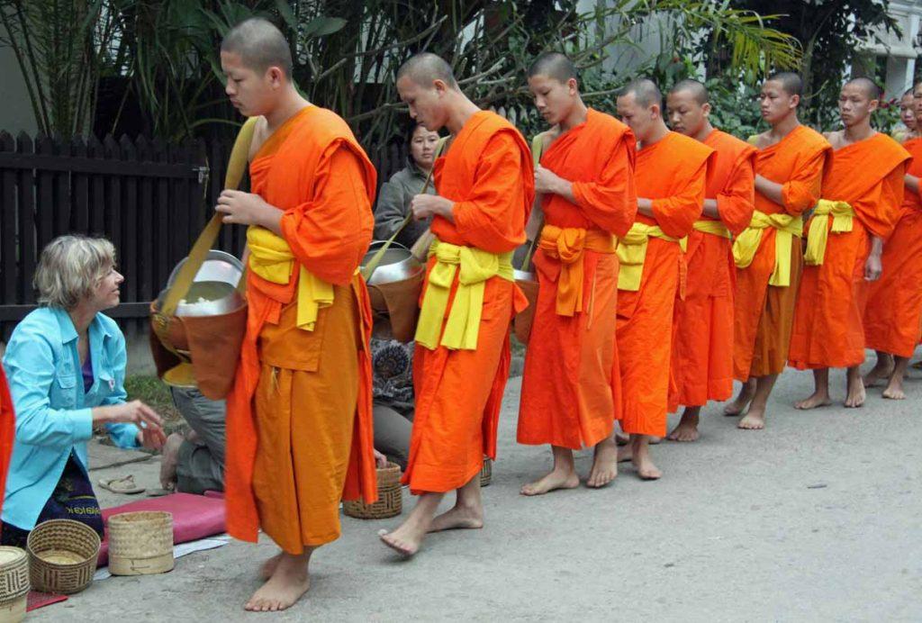 Luang Prabang - Panduan Liburan YoExplore - planetjanettravels