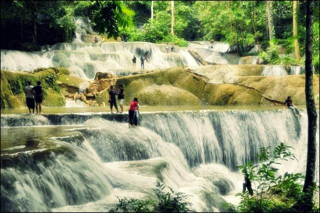 air terjun terindah di indonesia - yoexplore, liburan keluarga - yoexplore.co.id