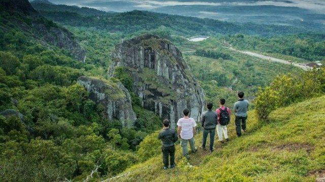 gunung paling angker di indonesia - yoexplore, liburan keluarga - yoexplore.coid