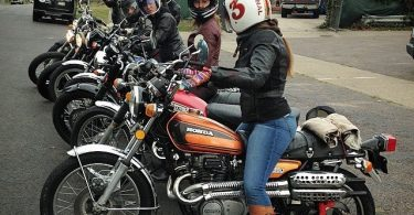 touring motor saat musim hujan - yoexplore, liburan keluarga - yoexplore.co.id