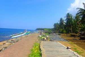 Yoexplore- Liburan Keluarga - Wisata Tersembunyi di Bali Utara - Pantai Les