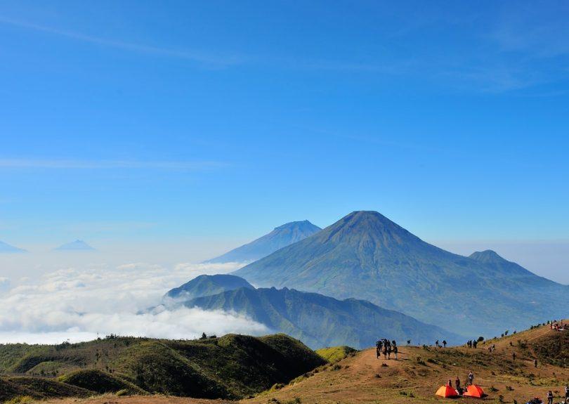 gunung tertinggi di indonesia - yoexplore, liburan keluarga - yoexplore.co.id