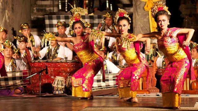 tarian khas indonesia - yoexplore, liburan keluarga - yoexplore.co.id