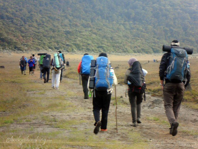 tips mendaki gunung saat musim hujan - yoexplore, liburan keluarga - yoexplore.co.id