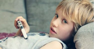 dampak buruk smartphone - yoexplore, liburan keluarga - yoexplore.co.id
