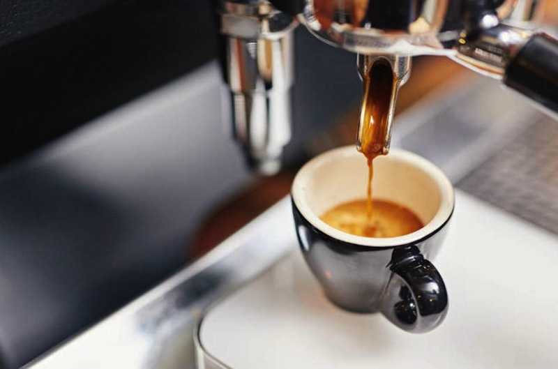 cara menikmati kopi espresso - yoexplore, liburan keluarga - yoexplore.co.id