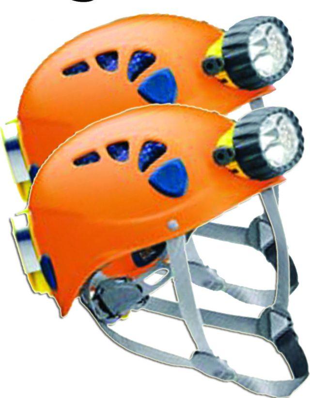 perlengkapan traveling untuk masuk goa - yoexplore, liburan keluarga - yoexplore.co.id