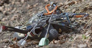 perlengkapan traveling untuk panjat tebing - yoexplore, liburan keluarga - yoexplore.co.id