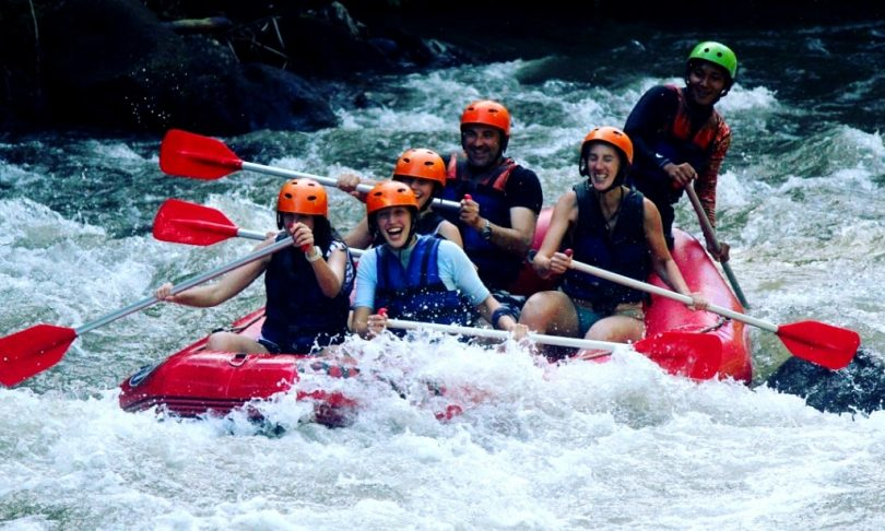 perlengkapan traveling untuk rafting - yoexplore, liburan keluarga - yoexplore.co.id
