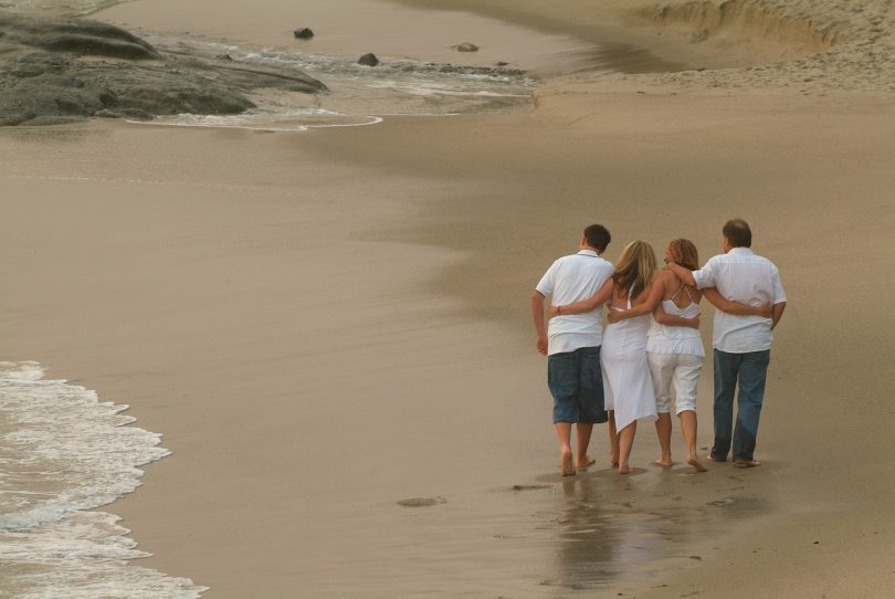 tips traveling dengan orang tua - yoexplore, liburan keluarga - yoexplore.co.id