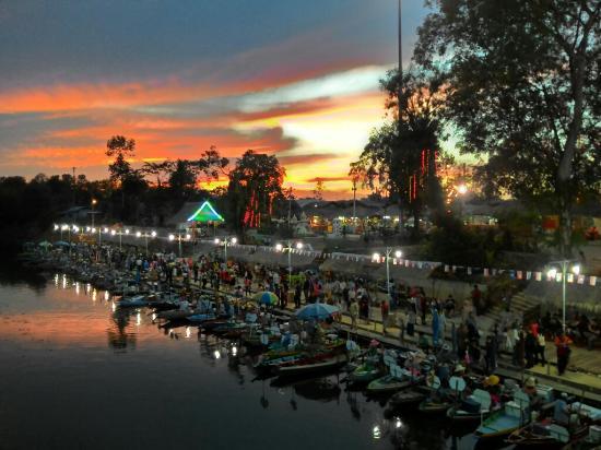 hat-yai-floating-market - Qloti