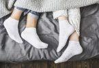 manfaat menggunakan kaus kaki saat tidur - yoexplore, liburan keluarga - yoexplore.co.id