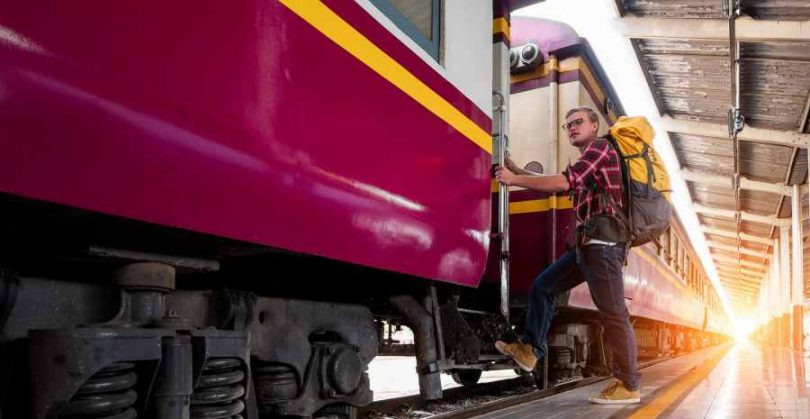 tips solo traveling naik kereta - yoexplore, liburan keluarga - yoexplore.co.id