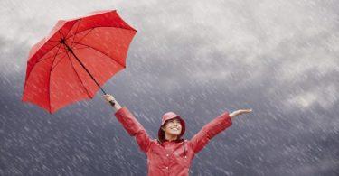 traveling saat musim hujan - yoexplore, liburan keluarga - yoexplore.co.id