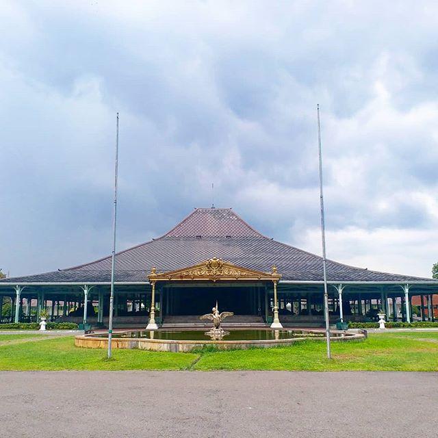 tempat wisata di solo istana mangkunegaran
