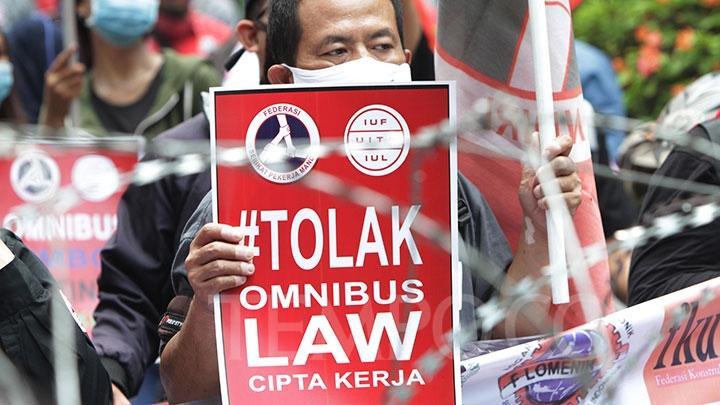 demo uu cipta kerja omnibus law kejadian penting di bulan oktober