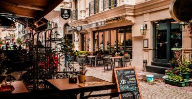 cafe di surabaya