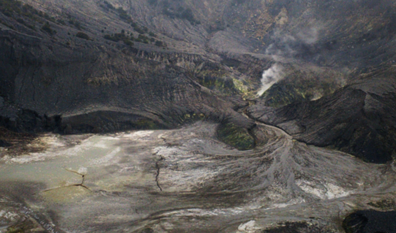 Kawah Ratu Tangkuban Perahu - Cerita Traveling Ke Bandung
